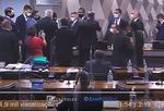 Confusão encerra sessão após Ministro da CGU chamar senadora de 'descontrolada'