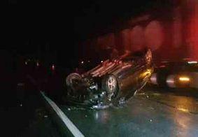 Homem é arremessado de veículo que capotou e morre atropelado por caminhão, na PB