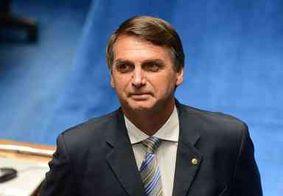 Bolsonaro posta foto em que aparece com faixa presidencial; confira