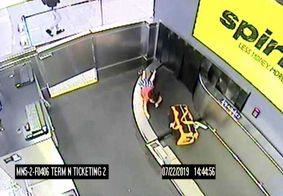 Vídeo: criança de 2 anos se fere ao subir em esteira de bagagem em aeroporto nos EUA