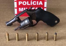 Após denúncia, PM apreende arma e munições no Bairro São José