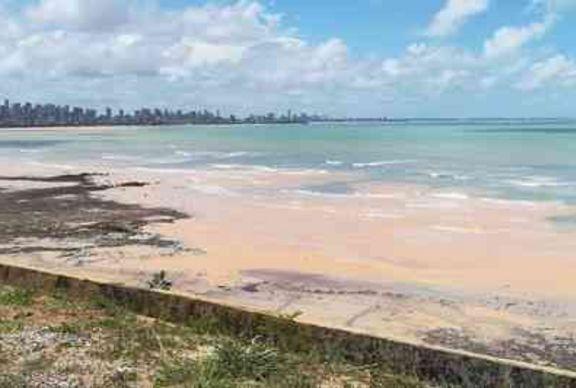 Marinha alerta para ondas de até quatro metros nas praias da Paraíba