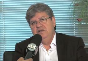 """João Azevêdo anuncia desfiliação do PSB: """"Em busca da democracia perdida"""""""