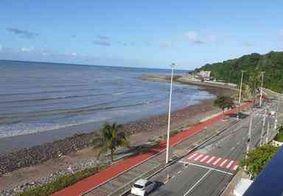 Pedras depositadas em praia em João Pessoa podem causar dano ambiental, denuncia pesquisador