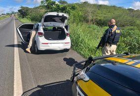 PRF prende suspeitos de assaltos com carro roubado em CG
