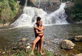 Bruna Linzmeyer posa de biquíni ao lado da namorada
