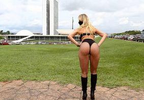 Funkeira candidata a deputada promete prótese gratuita no bumbum