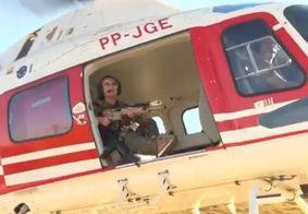 """Deputada de 72 anos """"caça"""" Serial Killer em helicóptero e com fuzil"""