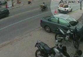 Vídeo mostra momento em que homem é assaltado ao sair de agência bancária em JP