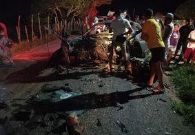Colisão entre dois carros deixa três pessoas mortas na Paraíba