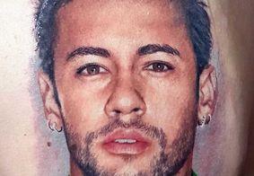 Fã junta dinheiro por 6 meses para tatuar rosto de Neymar nas costas