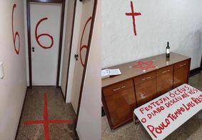 """Filho pinta símbolos """"satânicos"""" antes de matar pais pastores a facadas no ES"""