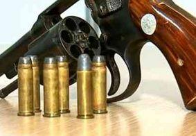 PM prende dupla com arma e munições em comunidade da Grande João Pessoa