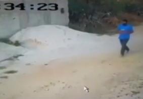 Vídeo: Dupla rende casal e invade residência na Paraíba