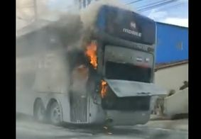 Vídeo   Ônibus que levava jogadores do Botafogo-PB pega fogo