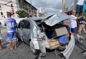 Veículo ficou completamente destruído após impacto com o motoboy