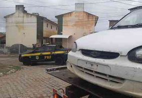 Homem foge da polícia e abandona esposa dentro de carro roubado em 2018, na Paraíba