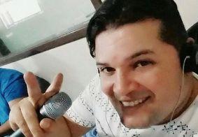 """Rita de Cassia lamenta morte de integrante da banda por Covid-19: """"sentindo muito"""""""