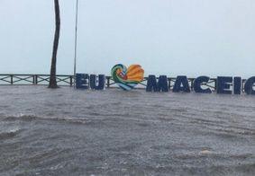 Chuva forte deixa vários pontos alagados em Maceió; veja fotos