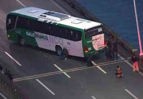Atirador de elite mata sequestrador que fazia passageiros de ônibus reféns na ponte Rio-Niterói