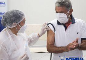 Prefeito de Pombal é investigado por furar fila da vacinação