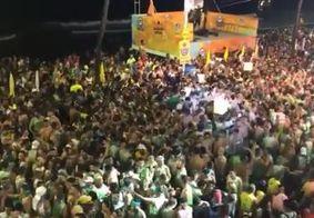 """Foliões fazem coro contra presidente durante passagem de Ivete em Salvador: """"Ei, Bolsonaro, vai tomar..."""""""