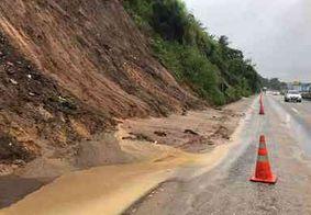Defesa Civil é acionada após barreira às margens de rodovia em JP ceder outra vez
