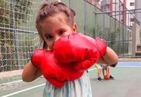 """""""Eu tô happy"""": Com dois anos, filha de Deborah Secco canta em inglês e 'quebra' internet"""
