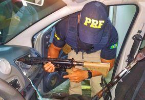 PRF prende dupla com armamento de guerra a caminho de Campina Grande