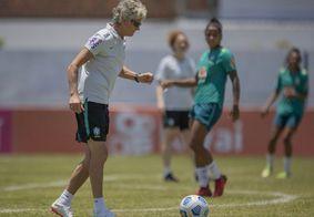 Pia comandou treinos da seleção no Wilsão, em Mangabeira