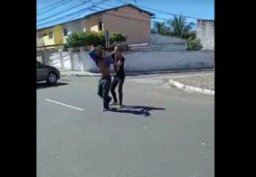 Vídeo: homem é agredido por companheiro após se recusar a cometer de crime