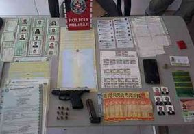 Polícia prende homem com arma e vários documentos falsos na PB