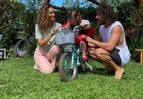 José Loreto e Débora Nascimento celebram aniversário da filha juntos