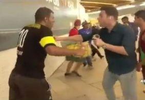 Durante confusão em metrô, repórter recupera carteira roubada ao vivo; veja