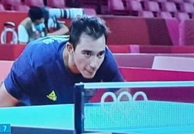 Em disputa acirrada, equipe de tênis de mesa masculina vence sérvia