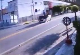 Mulher a cavalo fica ferida após carro atingir animal, no interior da PB