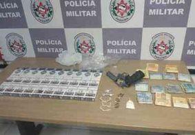Polícia apreende arma, 30 carteiras de cigarro, diversas drogas e mais de R$ 1 mil em Bayeux