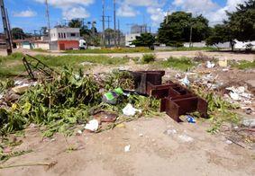 Falta de limpeza causa mau cheiro e acúmulo de insetos em bairro de João Pessoa