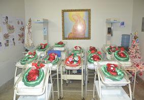 Bebês prematuros ganham roupinhas de Papai Noel, em JP