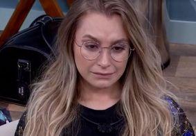 No quarto secreto, Carla chora após ser criticada por Fiuk e Projota