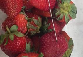 Após descoberta de agulhas em frutas, rede de supermercados suspende vendas