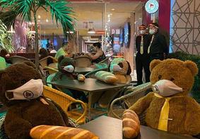 Em João Pessoa, restaurante usa ursos de pelúcia para garantir distanciamento entre clientes