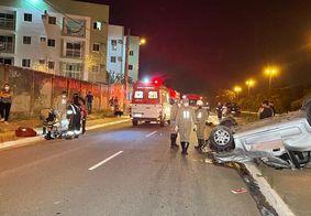 Mulher morre e duas pessoas ficam feridas em capotamento na BR-230, em João Pessoa