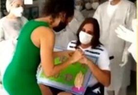Emocionante: pedido de casamento é feito após paciente receber alta hospitalar; Confira o vídeo