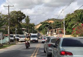 Grupos protestam contra aumento do preço da passagem de ônibus em Maceió