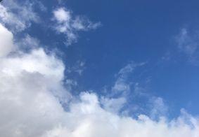 Dia amanheceu com boa presença de nuvens