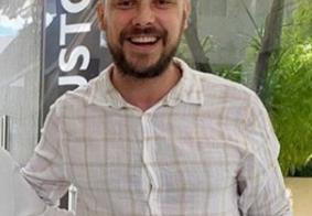 Sergio Guizé faz transplante capilar; resultado impressiona
