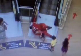 Criançafoi contida pelo socorrista, que evitou acidente.