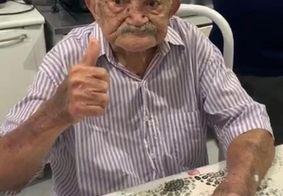 Idoso de 98 anos vence a Covid-19 e reencontra a família em Maceió