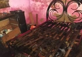 Na Paraíba, homem é resgatado por policiais de casa em chamas